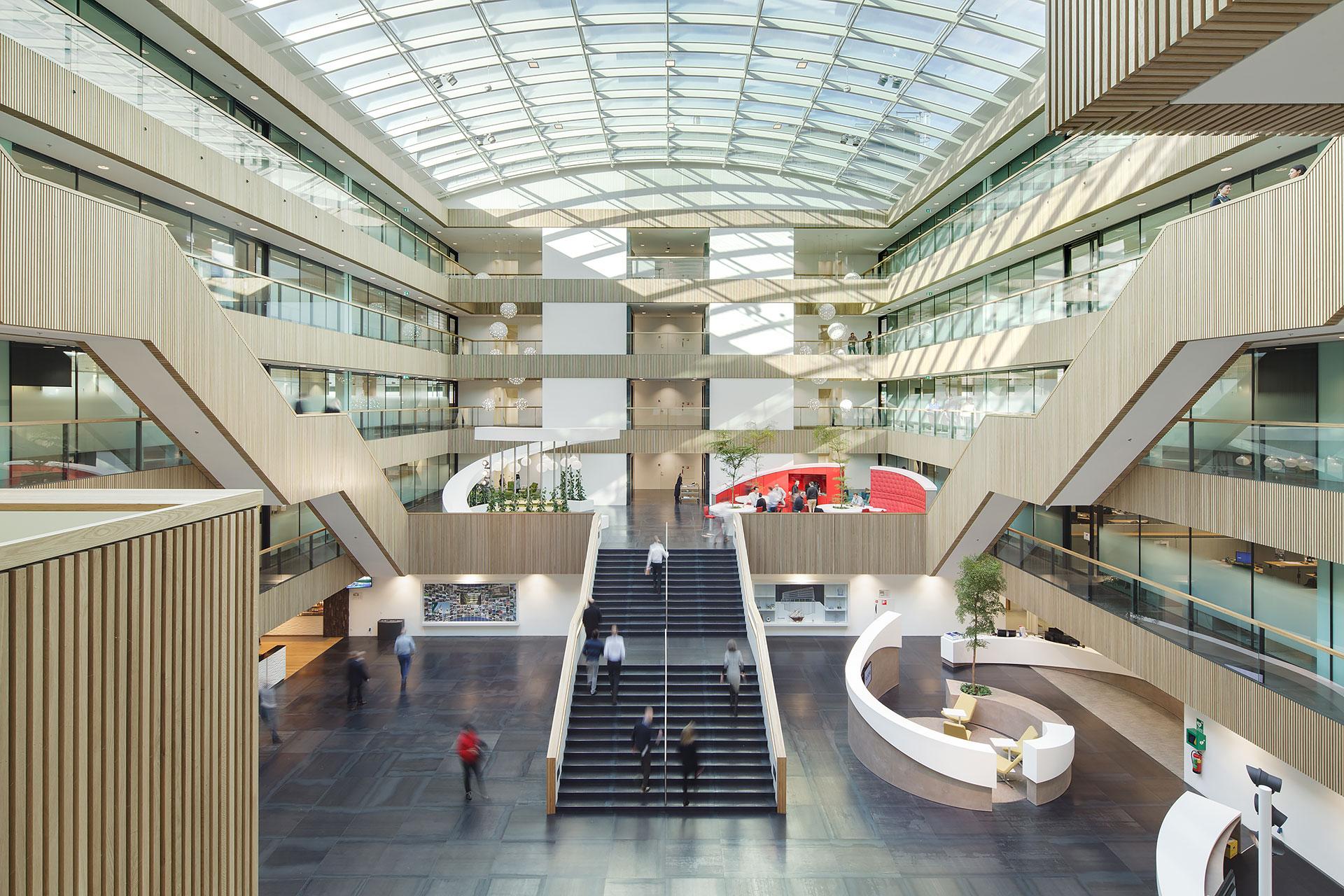 Stijnstijl-Architectuurfoto-atrium-kantoor-Fluor-03