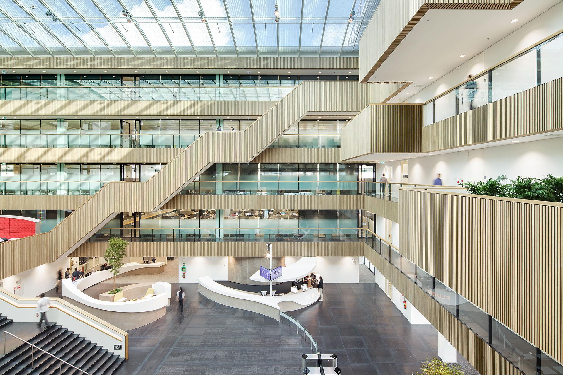 Stijnstijl-Architectuurfoto-atrium-kantoor-Fluor-04