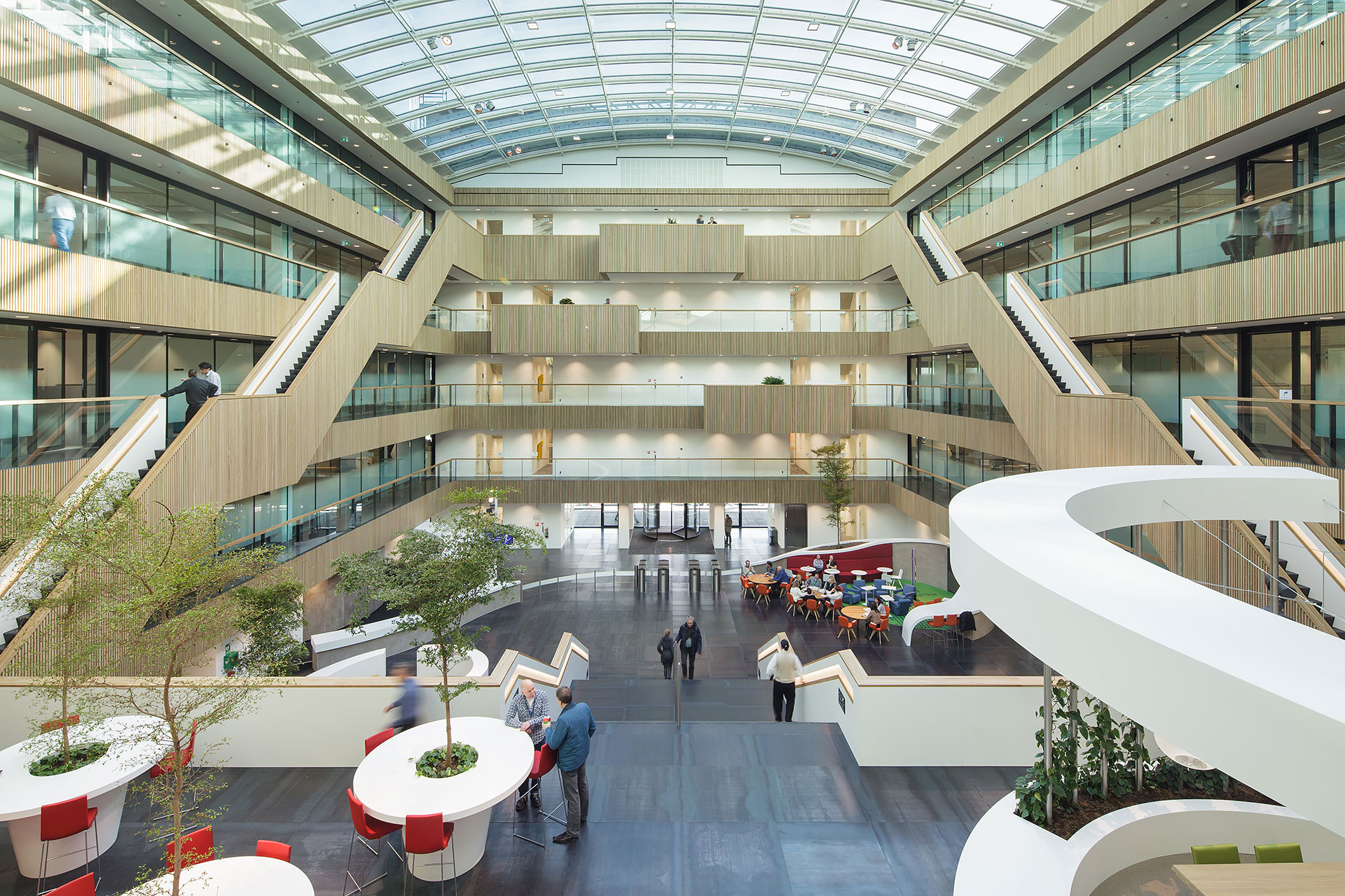Stijnstijl-Architectuurfoto-atrium-kantoor-Fluor-07