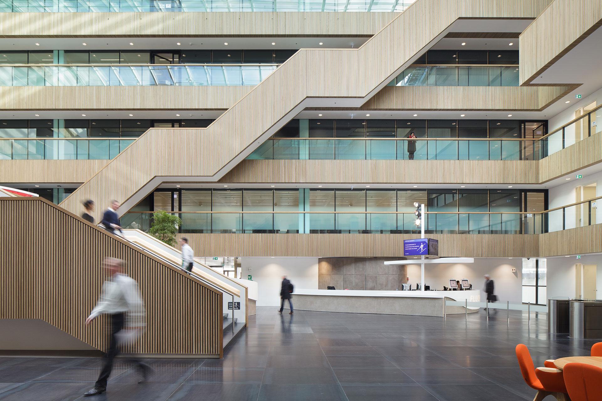 Stijnstijl-Architectuurfoto-atrium-kantoor-Fluor-08
