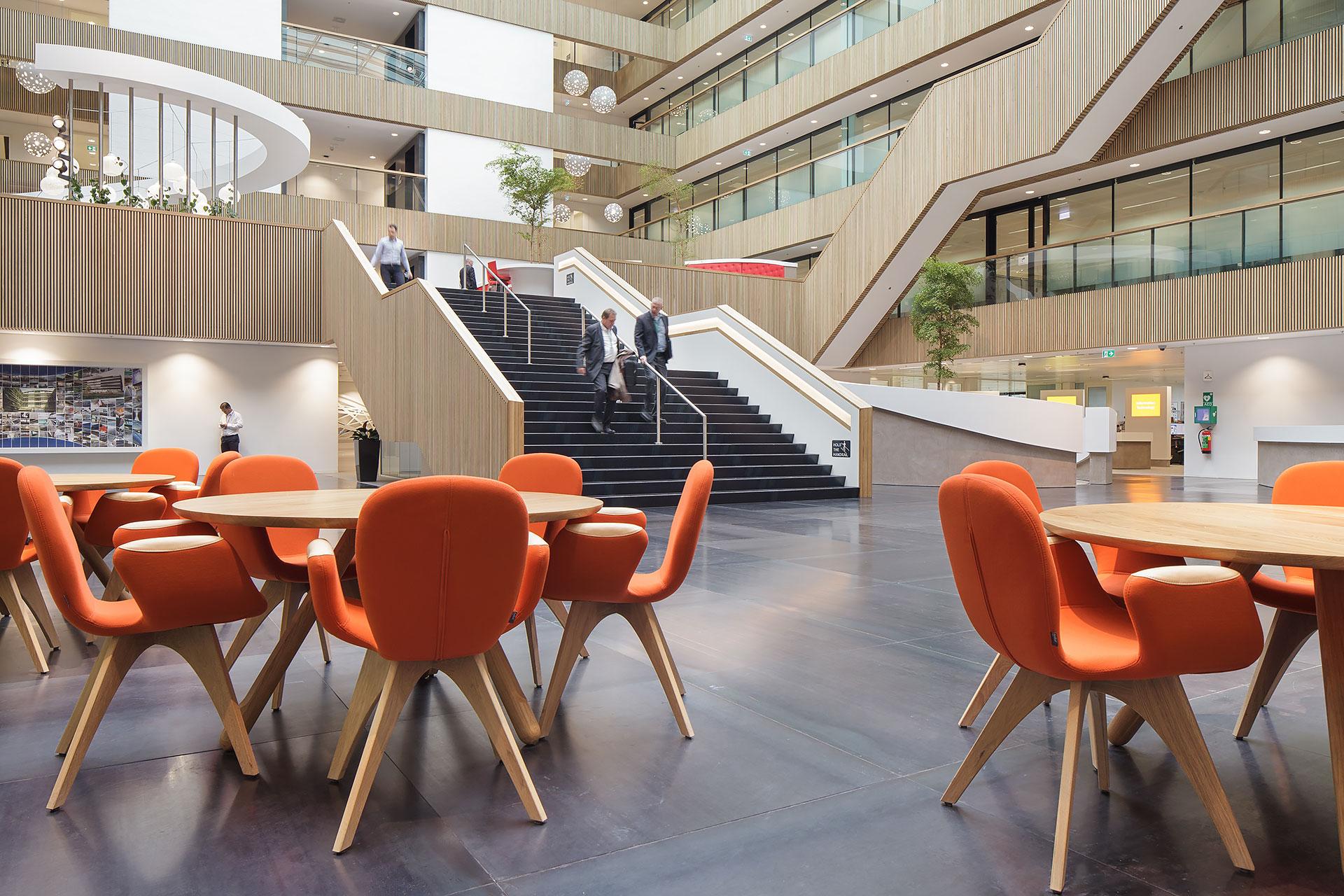 Stijnstijl-Architectuurfoto-atrium-kantoor-Fluor-13