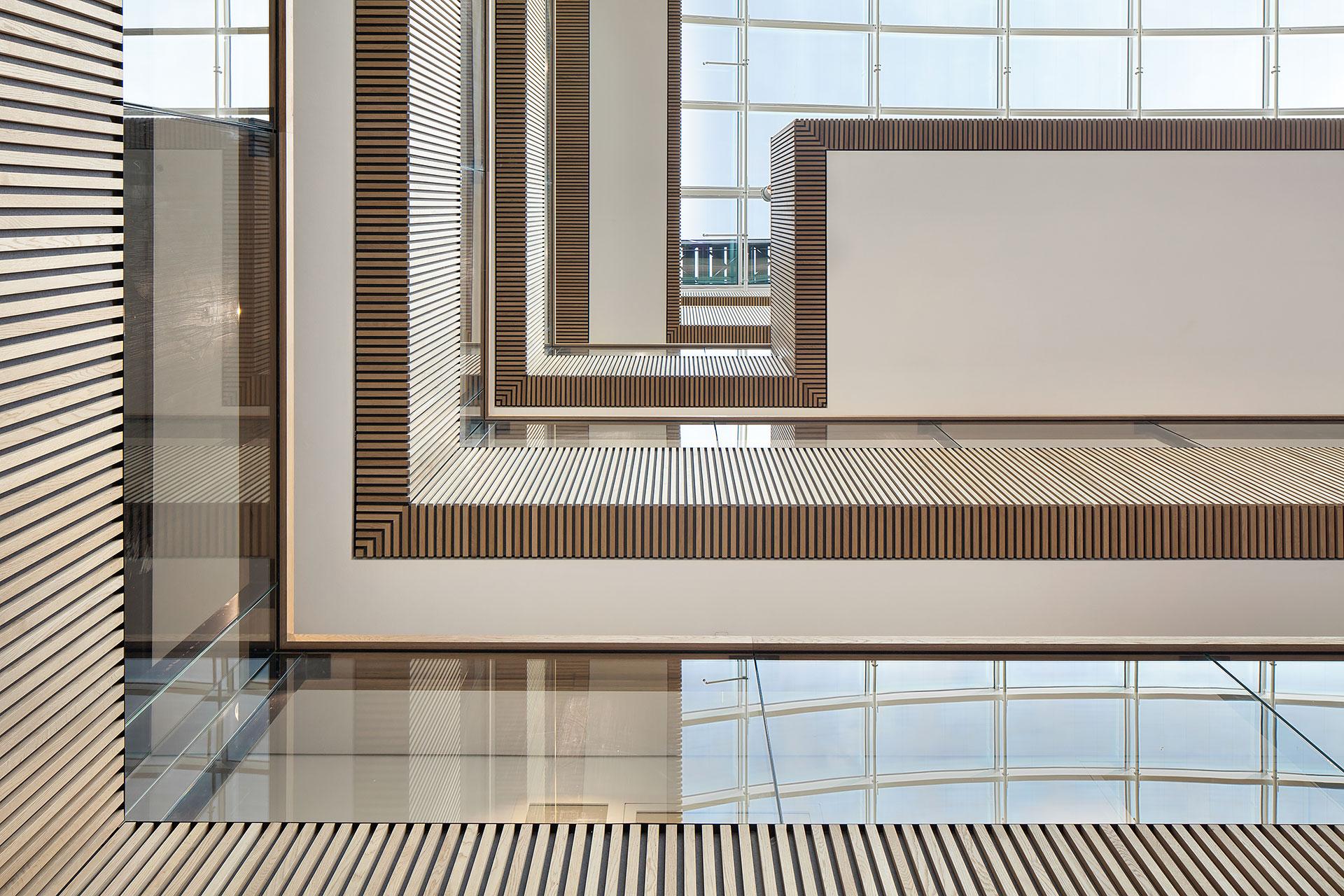 Stijnstijl-Architectuurfoto-atrium-kantoor-Fluor-14